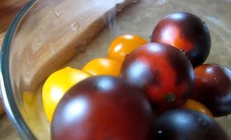 Синие помидоры и зеленая фасоль – вкуснейший летний салат!