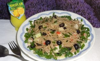 Салат из гречневых макарон