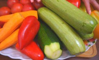 Салат из кабачков с помидорами на зиму