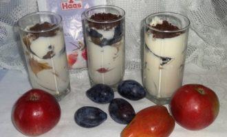 Сметанно-творожный крем с фруктами